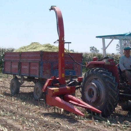Tek sıra şanzımanlı mısır silaj makinesi